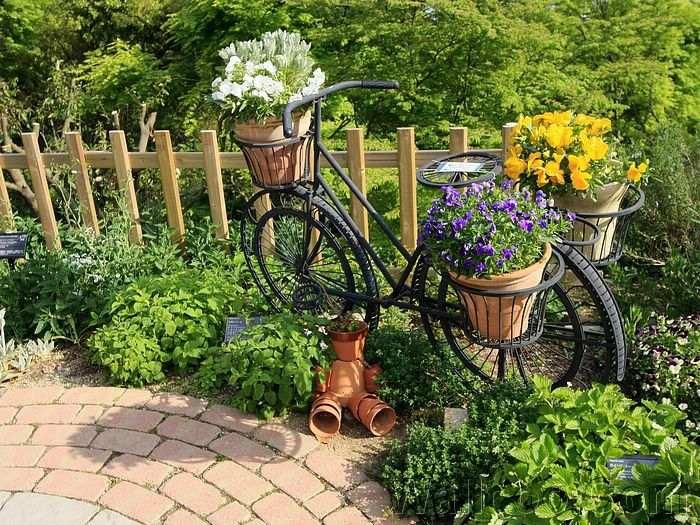 bicikli a kertben